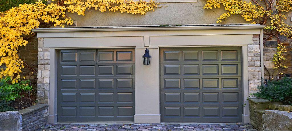 Detached_garage_doors